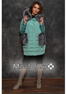 Мятный женский пуховик с меховыми карманами