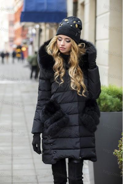 Черный женский пуховик с меховыми карманами