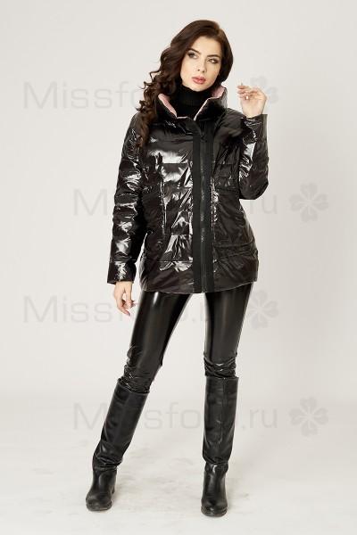 Черная глянцевая куртка с бежевым подкладом