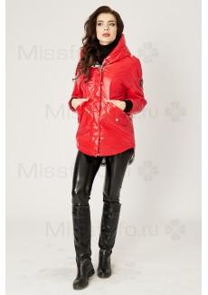 Красная глянцевая куртка с капюшоном