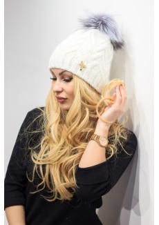 """Белая вязанная шапка с логотипом """"Бабочка"""""""